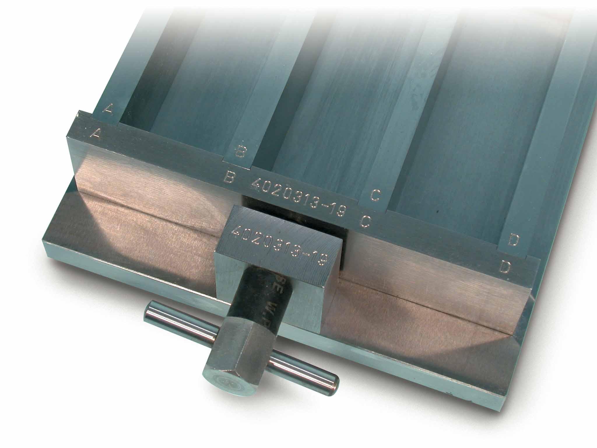 e103-khuon-duc-mau-vua-xi-mang-40-1x40x160mm-en-matest-e103-www-thieny-vn